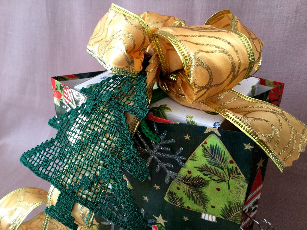Gift Box Decor Filet pattern Easy Xmas embroidery