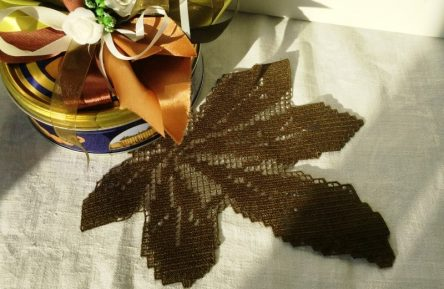 FSL Chestnut leaf doily